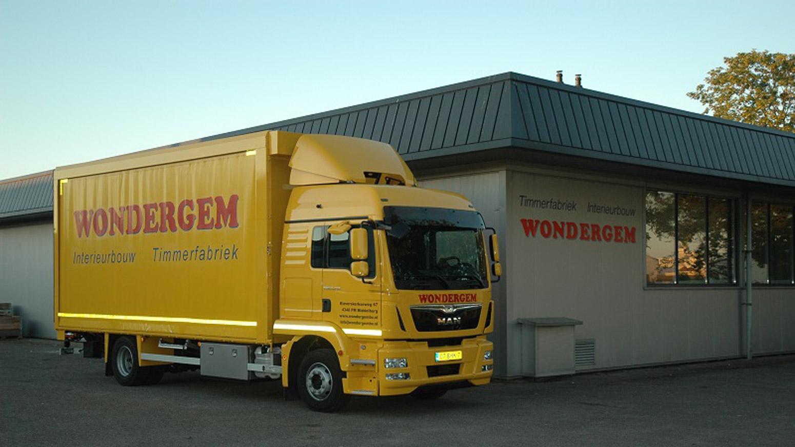 Foto Van Gebouw En Vrachtwagen Wondergem Timmerfabriek En Interieurbouw